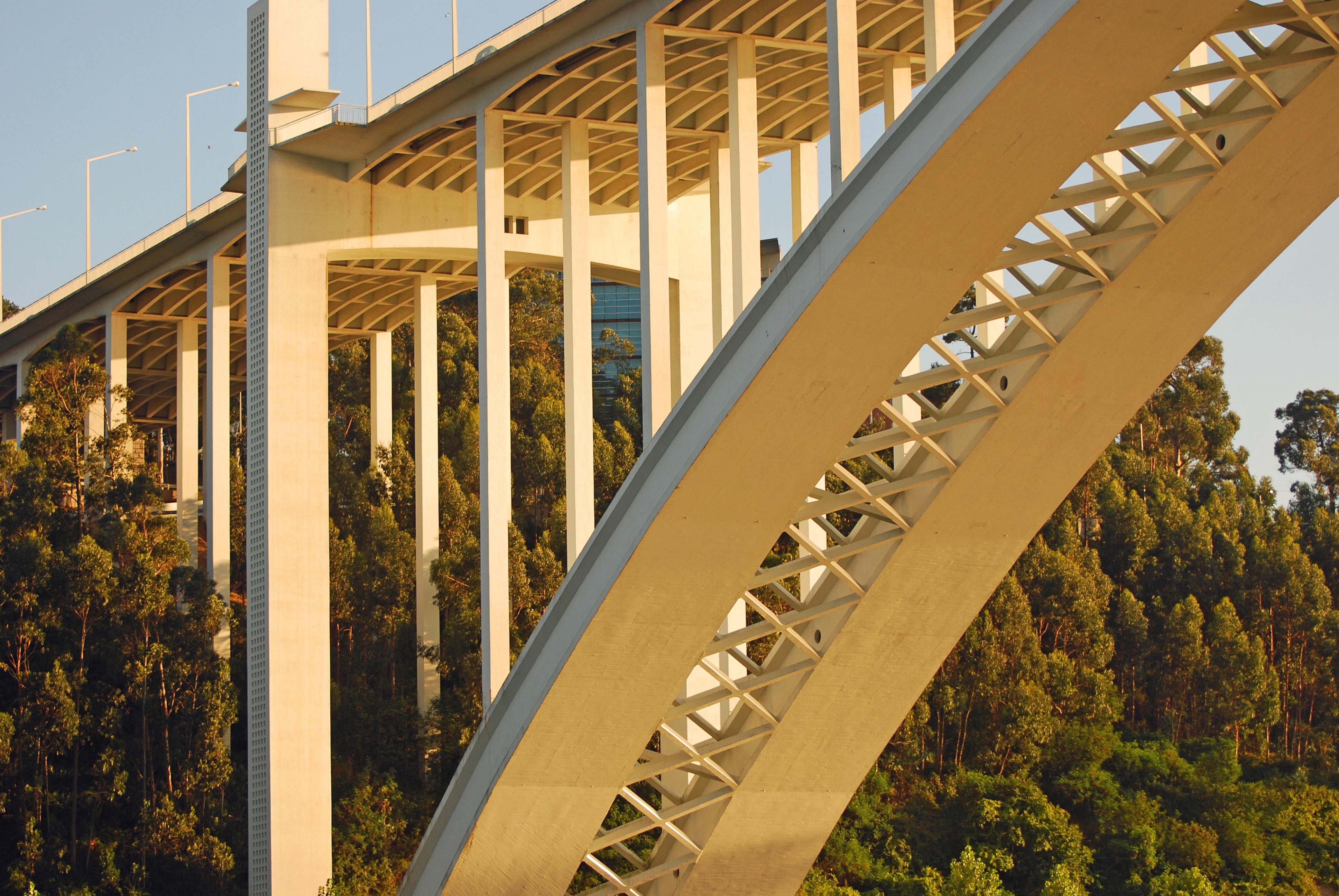 Pormenor Ponte da Arrábida - Gaia. Foto do Utilizador do Flickr José Lojo.