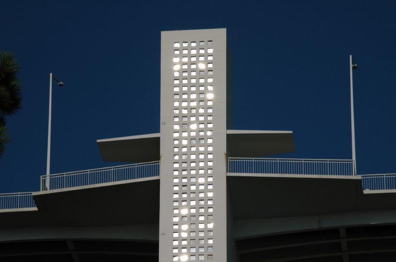 Pormenor Torre da Ponte da Arrábida. Foto do utilizador do Flickr Francisco Oliveira.